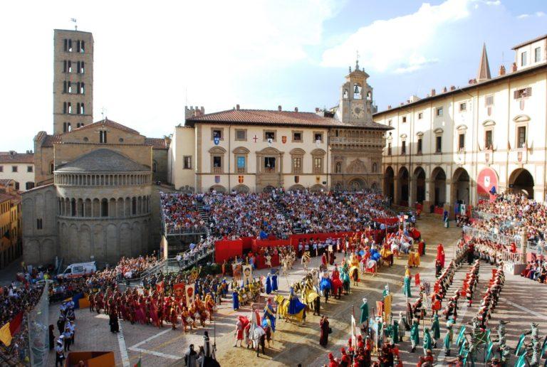 30 Arezzo Piazza Grande Giostra Saracino 768x516 2
